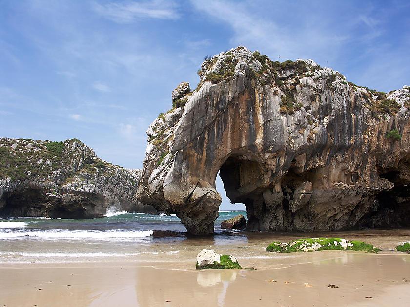 image from Cuevas del mar